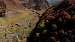 Flod bland berg i hösten Geogria lager videofilmer