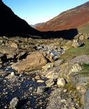Flod Derwent, Borrowdale, Cumbria. arkivfoton
