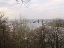 Flod Dnieper med bron Royaltyfria Bilder