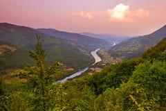 Flod Drina - den nationella naturen parkerar i Serbien royaltyfri fotografi