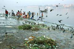 flod för gangakolkataförorening Royaltyfri Fotografi