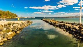 Flod för jäkel` s för dess sammanslagning in i Blacket Sea Primorsko Bulgarien Del 2 Royaltyfria Bilder