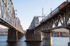 Flod för järnvägbrovinter Arkivbilder