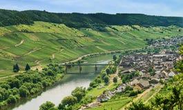 Flod för stad Zell och Moselle, Tyskland Royaltyfria Foton
