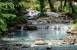 Flod från den Saluopa vattenfallet i Tentena Royaltyfri Fotografi