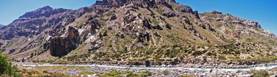 Flod i bergen Royaltyfri Bild