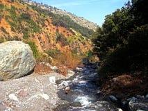 Flod i bergen Fotografering för Bildbyråer