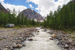 Flod i bergen Landskap Royaltyfria Bilder