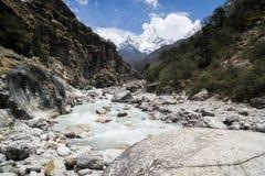 Flod i det Annapurna området Royaltyfri Fotografi