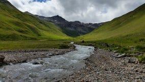 Flod i det Livigno berget Arkivfoto