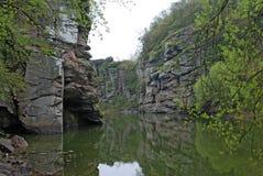 Flod i en kanjon Buki Royaltyfri Foto