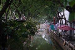 Flod i forntida by i Kina nästan Shanghai royaltyfria foton