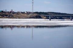 Flod i himmel för sikt för Norge destinationsturkos arkivbild