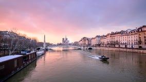 flod i Paris Royaltyfri Fotografi