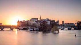 flod i Paris Royaltyfria Bilder