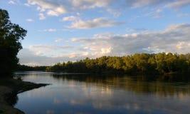 Flod i sommar Arkivbild