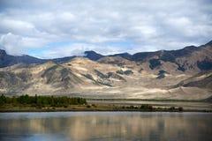 Flod i tibet Arkivbilder