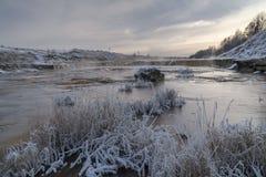 Flod i vinterdag Royaltyfri Fotografi