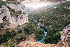 Flod Jucar. Ventano del Diablo. Villalba de la Toppig bergskedja, Cuenca, Arkivfoto