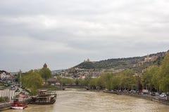 Flod Kura georgia tbilisi 2018 Arkivfoto