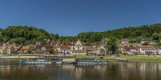 Flod Labe eller Elbe i Stadt Wehlen royaltyfri foto