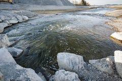 Flod Lech i den tomma sjön Forggensee Royaltyfri Fotografi