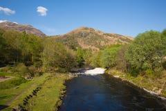 Flod Leven Kinlochmore nära Kinlochleven Skottland UK Arkivbilder