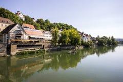Flod Neckar, Tubingen, Tyskland fotografering för bildbyråer