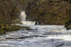 Flod Nedd Fechan med den Sgwd Ddwli Isaf vattenfallet, södra Wales, U Royaltyfria Bilder