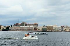 Flod Neva i Stpetersburg Royaltyfri Fotografi