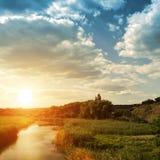 Flod och äng Royaltyfri Fotografi