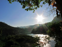 Flod och sol Royaltyfri Fotografi