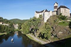 Flod Ohre och slott Loket, Tjeckien Royaltyfria Bilder