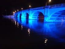 Flod på natten Arkivbild