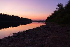 Flod på natten royaltyfri bild