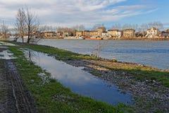 Flod på Neuville sur Saone Royaltyfri Foto