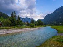 Flod på solnedgången, Dolomites, Italien Fotografering för Bildbyråer