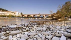 Flod- parkera på floden Serchio i Lucca, Tuscany, Italien Arkivbild