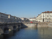 Flod Po i Turin Arkivbilder