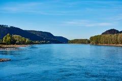 Flod rhine, landskapsikt royaltyfria bilder