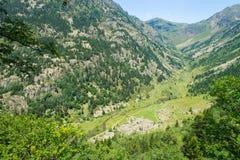 Flod Rialb i dalen av Andorra Royaltyfri Bild
