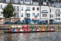 Flod Semois med pedalos för hyra i belgisk buljong fotografering för bildbyråer