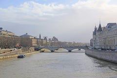 Flod Sena i Paris Arkivfoton