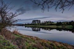 Flod Shannon på skymning Royaltyfria Bilder