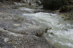 Flod Snabb ström vertical för flod för panorama för berg för 3 hdrbilder arkivfoto