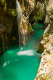 Flod Soca nära Bovec, Slovenien Arkivbild
