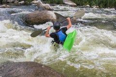 Flod som Kayaking som extrem och rolig sport royaltyfria foton