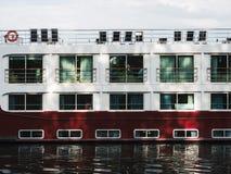Flod som kryssar omkring fartyget i Strasbourg på varm sommardag - ms Sound Royaltyfria Foton