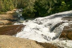 Flod som nedströms kör Arkivbild
