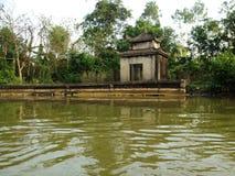 Flod som parfymerar pagoden i Hanoi, Vietnam, Asien Arkivfoton